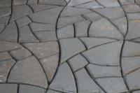 Изготовление садовой дорожки при помощи пластиковой формы